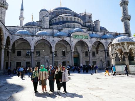Die Blaue Moschee und ihre Touristinnen