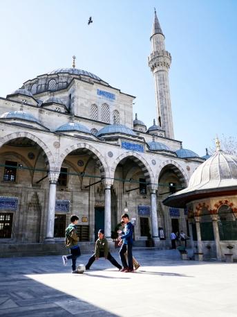 Irgendeine Moschee mitten in Istanbul. Ich persönlich fand sie fast spannender als die bekannten touristischen Moscheen.