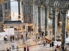 Die Halle der Hagia Sophia von oben, zumindest die eine Hälfte. Die andere war hinter einem Gerüst versteckt.
