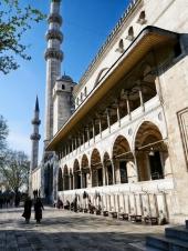Süleyman Moschee. Hier sieht man schön den Waschplatz der Männer.