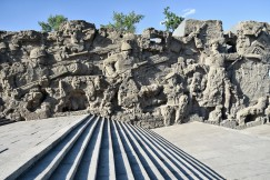 ein Hügel in Volgograd mit überdimensionierten Denkmälern