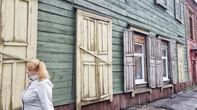 Fassadenfront in Irkutsk auch bei nassem Wetter bunt