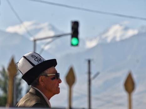 typisch kirgisische Kopfbedeckung