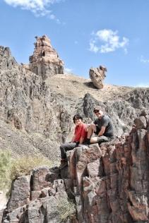 trotz Hitze im Charyn Canyon immer schön lächeln...