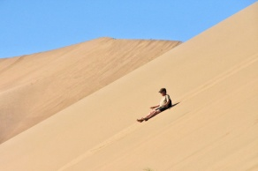 wenn man runter rutscht, dann brummt der Sand