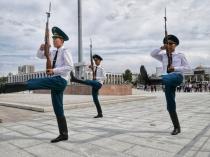 Wachablöse zur vollen Stunde in Bischkek