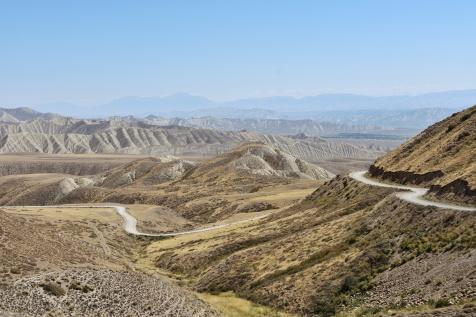 Passtrasse zwischen Kök-Jar und Kazarman