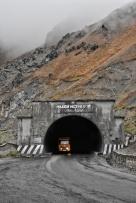 der berühmt berüchtigte Anzob Tunnel, auch Todestunnel genannt. Man sieht 5km einfach nichts