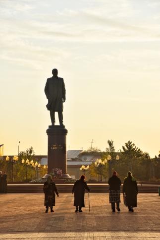dem Lenin entgegen