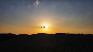 eine Miniwolke ruiniert den perfekten Sonnenuntergang in der Halvan Wüste