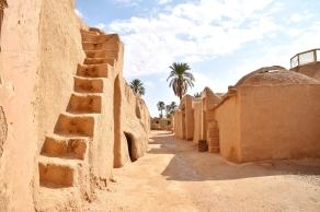 Esfahak, vor x Jahren vom Erdbeben zerstört, wird wieder aufgebaut und bewohnbar gemacht