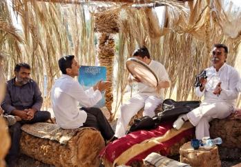 musikalische Unterhaltung in der Garmeh Oase