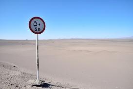 mitten in der Wüste nur 50 kmh aber dafür mit Herz