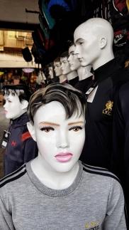 männliche Manequins chic geschminkt