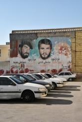 die Märtyrer werden auch an Hauswände gepinselt wie in Shiraz