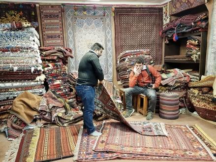 bei Remo scheint der Teppichverkäufer kein Glück zu haben