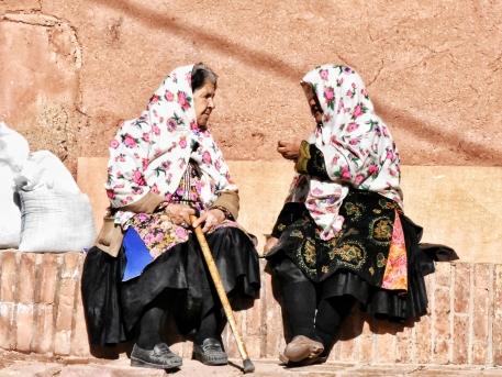 typisches Kopftuch im Dorf Abyaneh