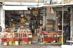 in Kandovan wird auch bei Schneefall draussen verkauft