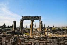 eines der vielen Tore in Hieropolis